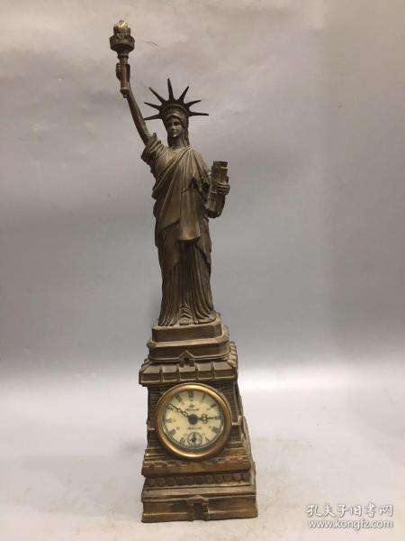 旧藏欧美国家纯铜自由女神机械钟 品相完好 上完发条可正常使用,宽约11厘米,高约44厘米,重1874克,2000包邮。