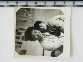 20201213-2 年代老照片 妈妈抱