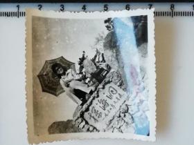 20201213-2 年代老照片 阳伞 大姐 探海洞