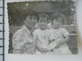 20201213-2 年代老照片 和妈妈