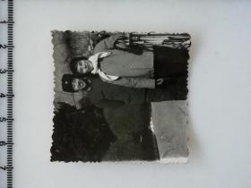 20201213-2 年代老照片 登山杖大姐