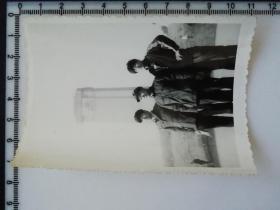 20201213-2 年代老照片 纪念碑前