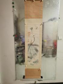 于非闇(1889年3月22日—1959年7月3日),原名于魁照,后改名于照,字仰枢,别署非闇,又号闲人、闻人、老非,近现代中国画家。原籍山东蓬莱,出生于北京,自幼得书画家传。1912年入师范学校学习,后任教于私立师范校、私立华北大学美术系。兼任古物陈列所附设国画研究馆导师。1935年起专攻工笔花鸟画。1949年后历任中央美术学院民族美术研究所研究员、北京中国画研究会副会长、北京画院副院长。木板水印