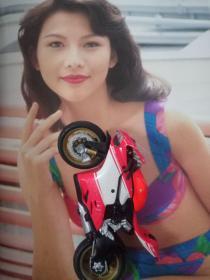 蔡少芬珍贵泳装写真彩页  早年正版周刊高清铜版厚版