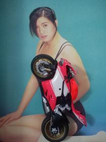 罗慧娟绝版珍贵泳装写真彩页  早年正版周刊高清铜版厚版
