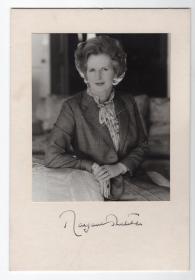 英国首相 铁娘子 撒切尔夫人 Margaret Thatcher 亲笔签名官方照