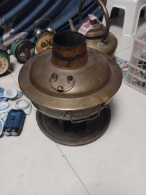 老铜火锅。带托盘。