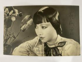 美籍华人影星黄柳霜中英文签名照《凝视》!原版照片尺寸8.5/13.5Cm、附英文证书、品相完美稀罕。难️️