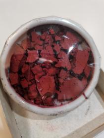 苏州姜思序堂老颜料大红膏,几十年前老颜料,装在瓷碗内,盒外包装纸原装未打开。大盒装每盒15克,共4盒,保存很好。后面图是打开自己留下的,卖给您的四盒全部是未拆包装纸的。每盒120元