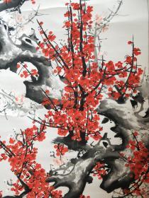 罗绮:南京人,一九三八年生,现代美协副主席,国家一级美术师。笔下之梅花,千姿百态,应有尽有,或傲雪迎春,或迎风飘香,作品《报春图》被美国旧金山博物馆收藏。192x62