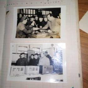 毛主席在南京工厂视察2张,照片背后有收藏者签名