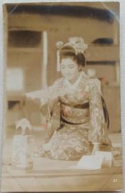 清末民初 清末民国银盐老照片 日本明治美人 美女 和服艺伎女明星 气质清纯 碎花和服 盘发发型 蝴蝶发饰 跪姿妆容都很讲究  清晰度高 品相好