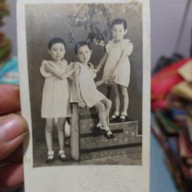 老照片《小三姐妹》非常漂亮 应该民国时期 四十年代左右 书品如图
