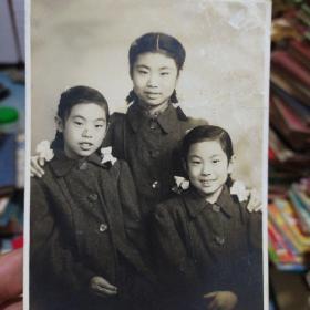 老照片《三姐妹》非常漂亮 应该是民国时期 年代自辨别 书品如图