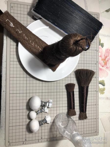 木版水印    全套印刷工具  棕色搪子(耙子)马鬃制作20×8cm+大棕刷  棕皮制作(15×8)cm +小棕刷棕丝制作(18×5)cm  +小老虎棕丝制作 (10×2)cm +拓包 (大中小三个直径4.5-3.5-2.5cm左右)每一张都经过3遍以上仔细清洗,优质棕皮棕丝,因手工制作,尺寸有偏差,有特殊需要可注明,尽量满足。忘见谅!团购请联系客服。