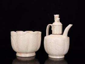 【北宋 定窑白瓷套壶】尺寸:高28cm 宽18cm 。薄胎白釉、质地细腻、做工精美、施釉均匀、典雅别致、高端赏物、独具一格,保存完整,陈列收藏佳品。