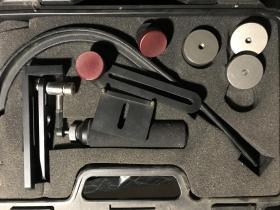 台湾产速奇skier acting cam弯弓式手持稳定器,2012年购入并自己拍片用了一个月,之后一直闲置落灰,现在各部件齐全完好,都是很结实的部件,也没机会坏。带原来的黑色手提小塑料箱,原购买页上的说明链接失效,百度了一下使用方法见图二三。适合单反,微单等小型摄像机使用。自己研究一下实验一下找回平衡点,用几天就熟了。