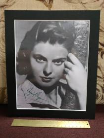 【三届奥斯卡金像奖得主、四届美国电影金球奖得主、两届托尼奖最佳女主角得主 英格丽•褒曼(Ingrid Bergman,1915-1982)签名黑白大照片】已装纸框,带原藏家证明信,1981年1月签于英国伦敦Cheyne花园。