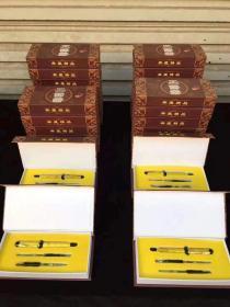 一笔3用一套 【品名】三用笔+水写练字卷轴【材质】大叶金丝楠【尺寸】13.7x1.5【简介】一款不一样的笔:(水笔、毛笔、钢笔、圆珠笔)多用款多种体验,红木市场首创,款式简洁大气,手感超好,出水流畅、礼盒包装