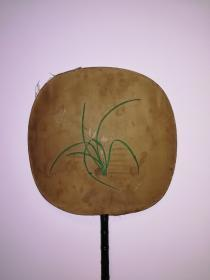 约五十年代前后绢本苏绣兰花扇子一把,扇心24.5*23.5公分,少见