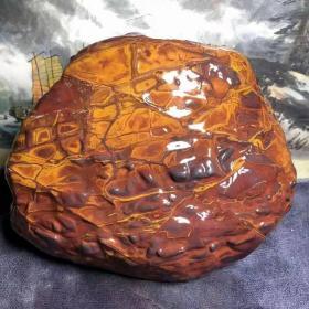 """陨石原石,七彩球粒陨石,""""七彩中国红陨石""""原石,万里挑一,极为罕见,形体饱满熔壳漂亮,纹路优美,中磁,资源已基本枯竭,买到就是赚到!花色精美绝伦,非常漂亮,极为稀有罕见,大块头11斤多重,可遇不可求,百年难得一件,极为罕见十分难得,收藏佳品"""