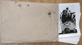 《1999年新华社新闻展览照片:北约空袭南联盟之后》1套30张全(不是印刷的图片,是黑白照片).。【尺寸】每张15.6 X 20厘米 X 30张。