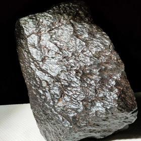 """陨石原石,极品陨石原石,纯天然顶级绝品陨石,特大陨石原石,重达31.6多斤重,来自外太空的陨石""""碳质球粒石铁陨"""",气印、熔壳、燃烧痕迹明显,石型溶壳完整,陨石特征明显,中磁性,天外来客,天降珍宝,可遇不可求,国宝级,极为稀有,绝世陨石,值得永久收藏"""