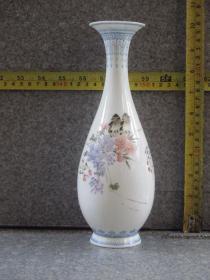 出口创汇期精品:景德镇制手绘薄胎粉彩花鸟玉壶春瓶
