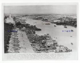 1949年8月,广东广州,珠江向北看的远景视角。国民党预测共产党会马上打过来。美联社传真照片。