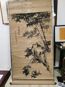 清代六余【竹石图】1871年绘巨幅原装裱纸本木轴,保清代作者手绘作品,品相如图多处虫蛀。 尺寸:153 x97cm。
