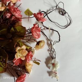 白色玉石小花项链