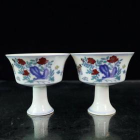 斗彩全家福图纹高脚杯一对,高7.8cm口径8.5cm 。
