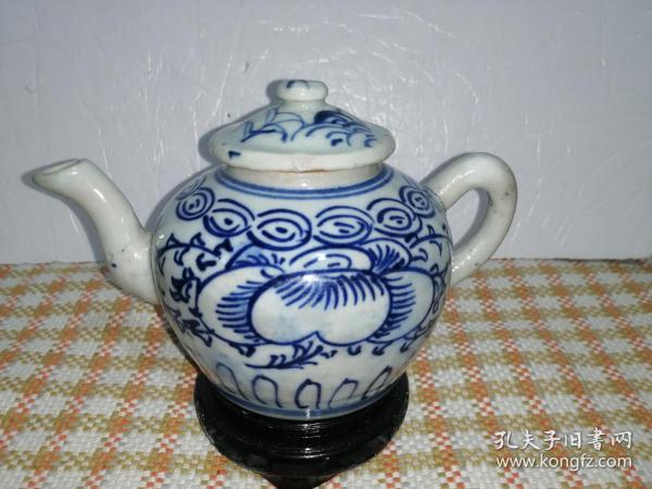 青花瓷花卉纹小茶壶