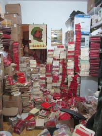 红色收藏.1947年以后的红色经典   毛泽东选集  毛泽东诗词  毛主席语录  文革时期 红包书  画册 等. 红色文献展览馆  3000千本/份左右合售