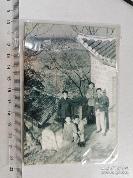1959老摄影家董青拍摄,画家于雁等文艺青年在怀远县荆山望淮楼白乳泉留影,底片+2002冲洗片