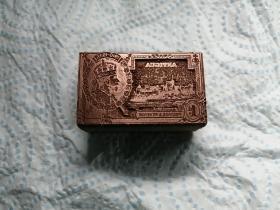 邮票印版, 英联邦安提瓜1935年英国王乔治五世邮票的印模。非常罕见。本身就是一件精湛工艺品。铜印模镶在优质木料上。品相佳。 尺寸:3.8x2.4x2cm  不含邮票!