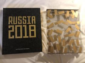 原版足球画册 2018俄罗斯世界杯官方画册 英文版 内页镶金边,带原装书套