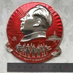 红色纪念收藏文革时期毛主席的革命文艺路线胜利万岁像章胸针大号