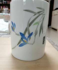湖南醴陵瓷定制款,釉下手绘兰花笔筒,约八十年代或九十年代,少见的长沙湘江宾馆定制-157403