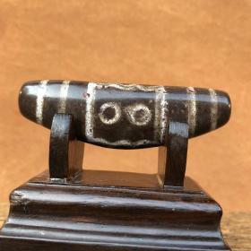 天珠,西藏古天珠,西藏象雄天珠,五眼天珠 天然朱砂 天珠真品,天降石陨石天珠,纹路清晰,包浆醇厚,是一颗西藏古传千年的五眼天珠陨石天珠,可谓天珠收藏的珍品,孤品,神品,可遇不可求。