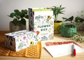 十位艺术家的花花礼盒百张盒装Flower Box: 100 Postcards by 10 artists (100 botanical artworks by 10 artists in a keepsake box)