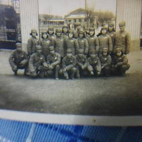 1951年上海军医大学大门口合影照片
