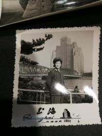 早期女兵美女军人1972-1982年81123部 队电影队10年照片66张,82年就脱去了军装,记录了在军队成长了经历。拍摄于吉林通化,长春南湖,北京,上海等地,背后都有时间地点说明,大张15X10厘米,小张6x6厘米