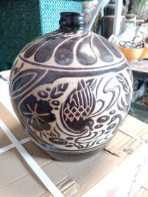 黑釉剔花瓷器一件,年代未知,工艺不错,十多年前收购的,具体年代未知,保真瓷不包年代。