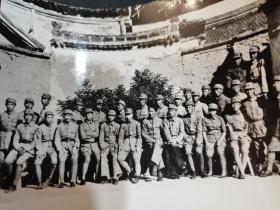 七十年代资料照片井冈山红军同志,坐在中间为毛泽东林彪,清晰度极高