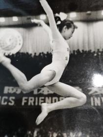 体操美女大幅一张