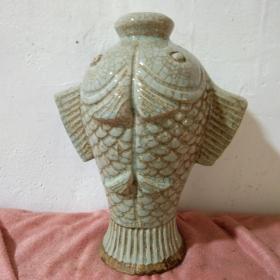 宋哥窑冰裂釉鱼瓶