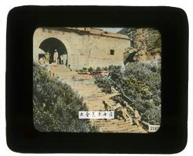 清代民国玻璃幻灯片----民国时期山东泰安泰山南天门,可见坐双人轿/滑竿的游客