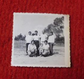 老照片--家庭郊外合照--影集1