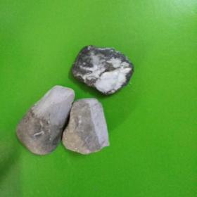 三枚翡翠原石,开窗